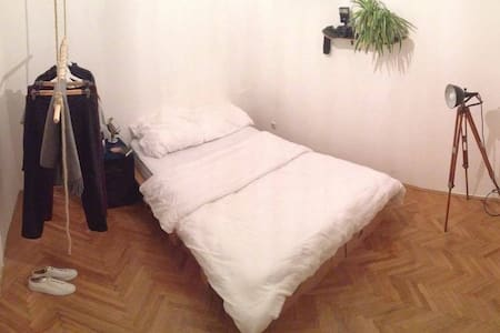 Cozy room in Vienna center!