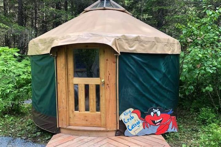 2 Bed (3 person) Yurt in a Fairy Tale Forest! King Crab Cottage