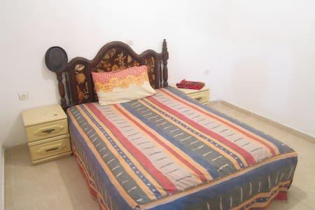 Chambre dans un appartement - targha - Wohnung