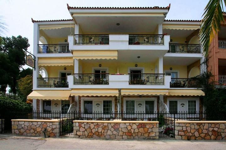 Philoxenia Seaview Apartment