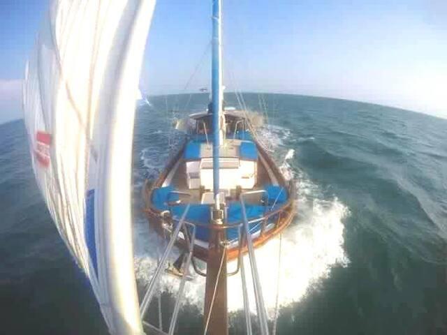 Sailing Yacht Amantara - Phuket - Barca