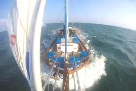 Sailing Yacht Amantara - Barca