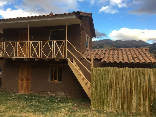 MoonRose: Cozy cabin in local village near Pisac.