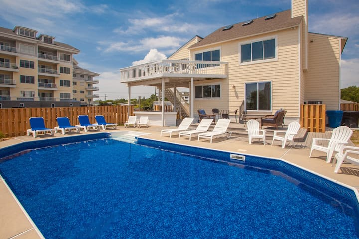 Pool By The Sea: Pool by the Sea Chic & modern 5 bedroom home w/ private pool, lrg yard, views