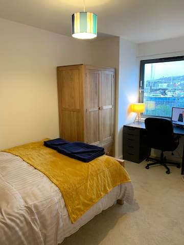 Swansea Marina Townhouse w/ Pri Bathroom & Parking