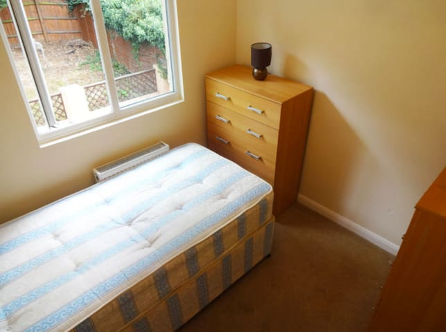 Cosy Private Room - Single Use