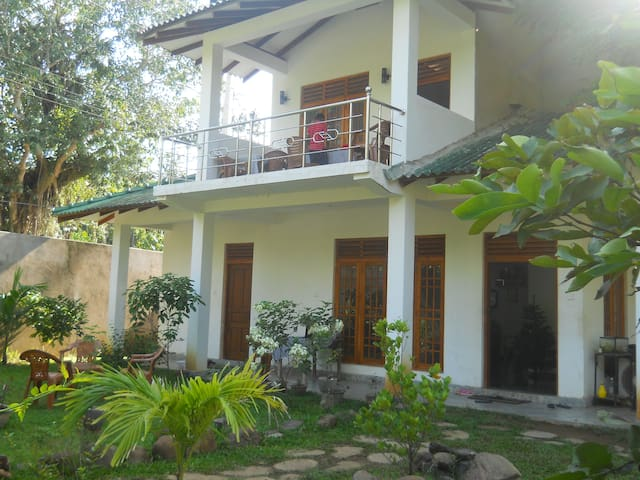 Sunset Tourist Home - Room No 01 (S/B) - Polonnaruwa