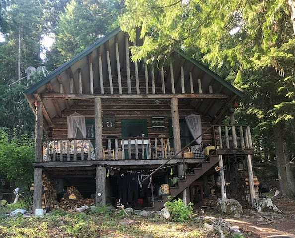 Historic 1910 Cabin on the shore of Lake McDonald