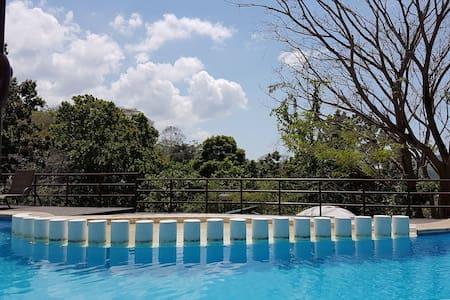 Cozy Room in Peaceful Home with Pool - Herradura - House
