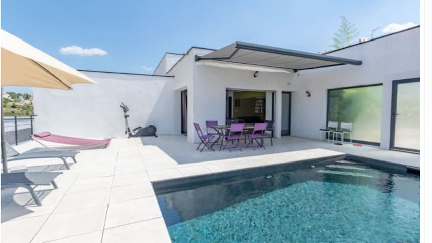 Villa contemporaine avec vue imprenable + piscine