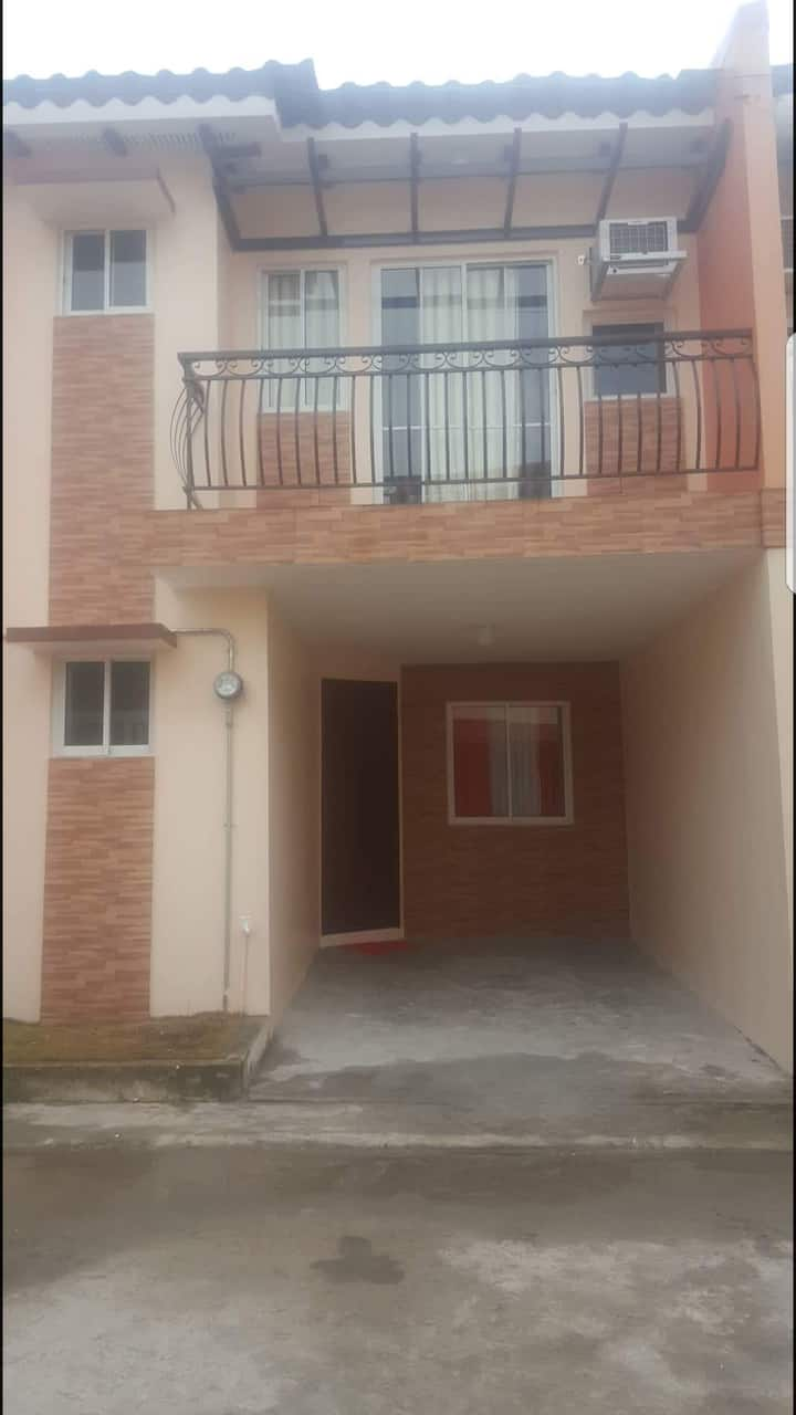 2 STOREY TOWNHOUSE FOR RENT - ENTIRE HOUSE