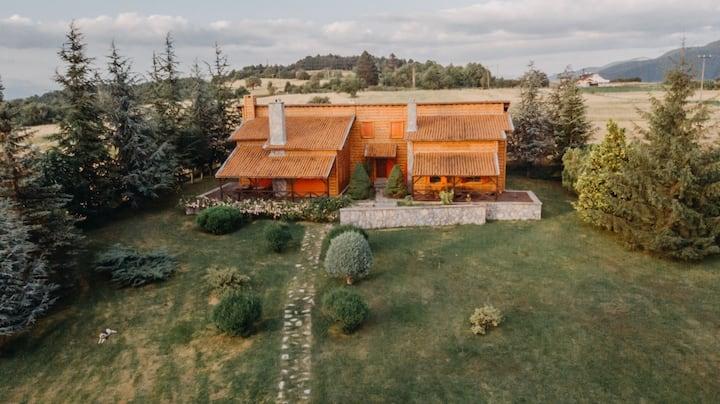 Villa Erman -Geniş bahçe,barbekü ve  şömine keyfi-