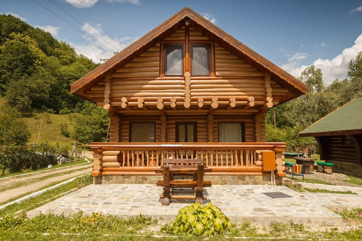 HeCaș Villas - Middle House
