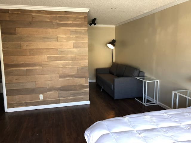#5 Affordable, Comfortable Apartment - Near Strip