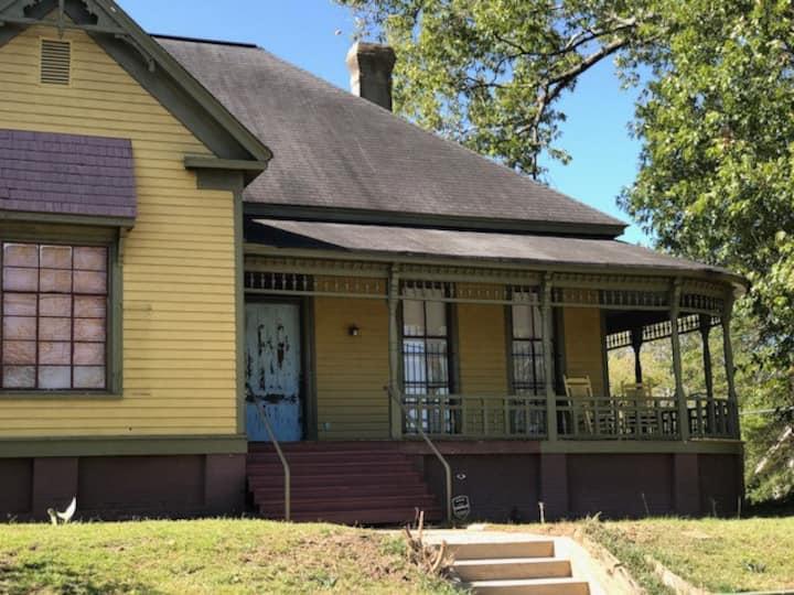 Historical House walk to Mercer Village