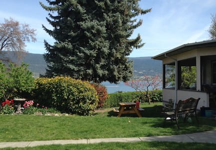 Lakeshore Heritage Home in Summerland, BC - Summerland - Rumah
