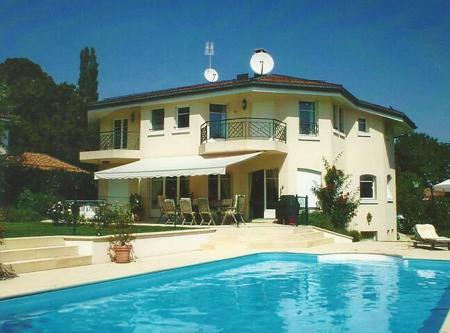 Spacious & Comfortable Studio41b in villa Paradise