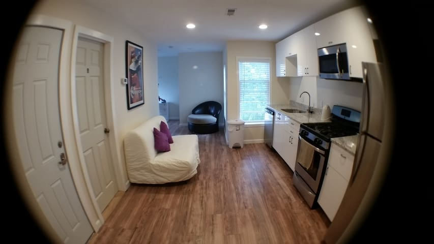 BB© Spacious3BD/2B by T station-8 mins to Downtown - Somerville - House