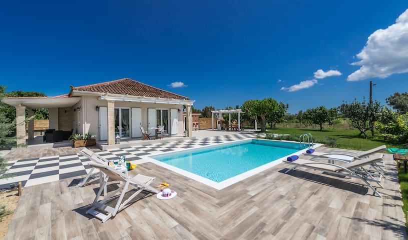 Villa Vigneto - private villa with Jacuzzi & Pool. - Vanato
