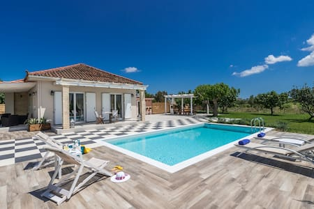 Villa Vigneto - private villa with Jacuzzi & Pool. - Vanato - Villa
