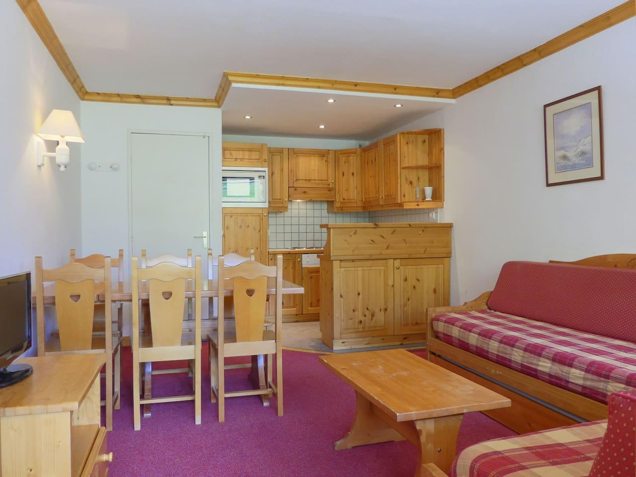 SEJOUR AGREABLE, GRAND BALCON SUD, SKIS AUX PIEDS / PLEASANT LIVING-ROOM, LARGE SOUTH BALCONY, SKI IN & SKI OUT