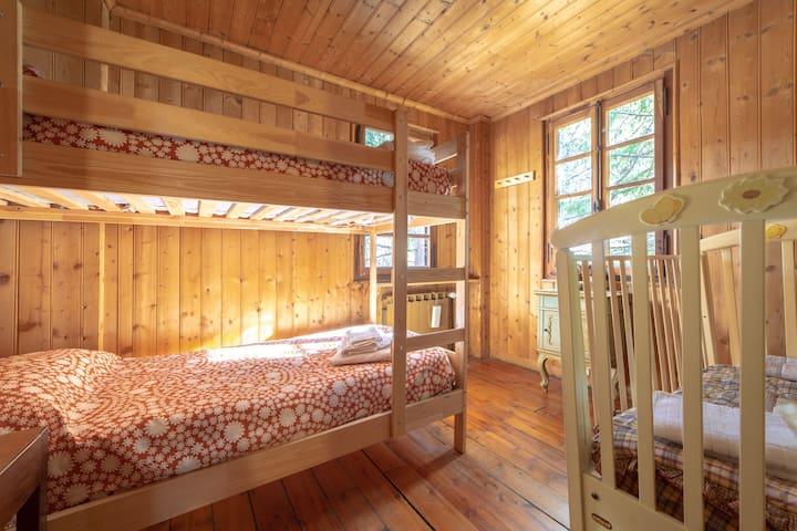 bunk bed room + cot 1st floor