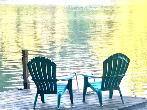 Lake Front 4 Bedroom Cabin off Hwy 129 w/ Hot Tub