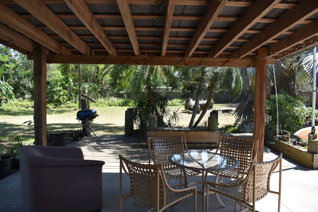 View of back patio and yard