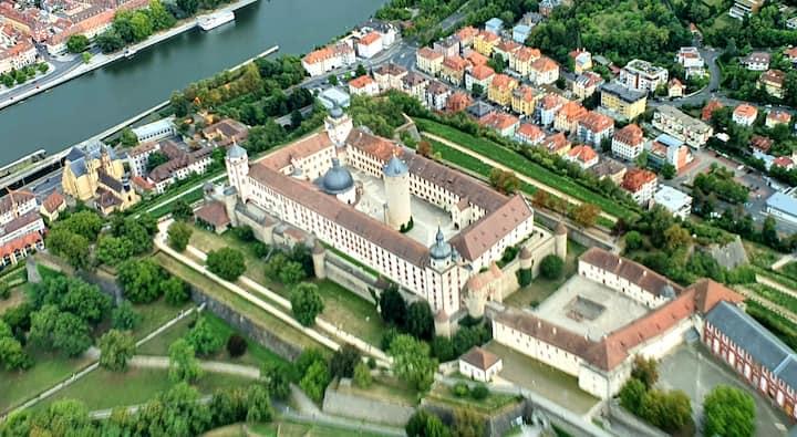 Willkommen Appartement stadtmitte Würzburg أهلا