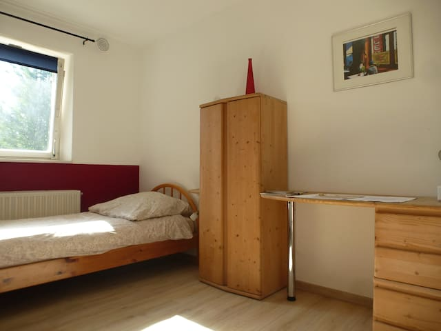 nice little room; University: 250m