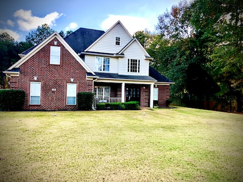 Spacious home with pool close to Snowden grove