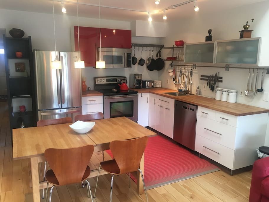 Fully furnished kitchen to make you feel right at home