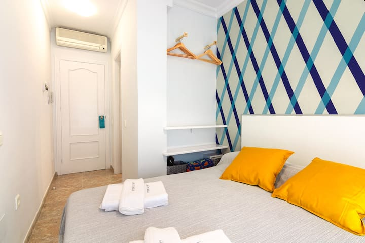 Room overlooking the famous Pintada street next to the beaches