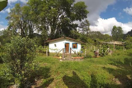 Tranquilidad e independencia en La Casa del Río - Salento - Дом