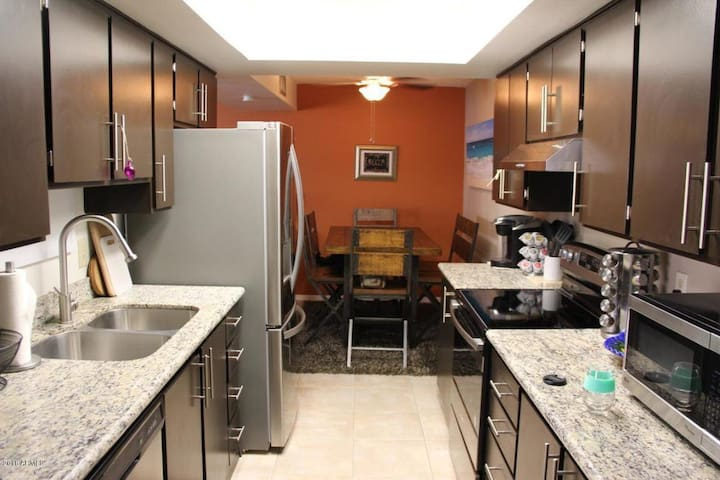 Relaxing Getaway- Centrally Located- Close to ASU