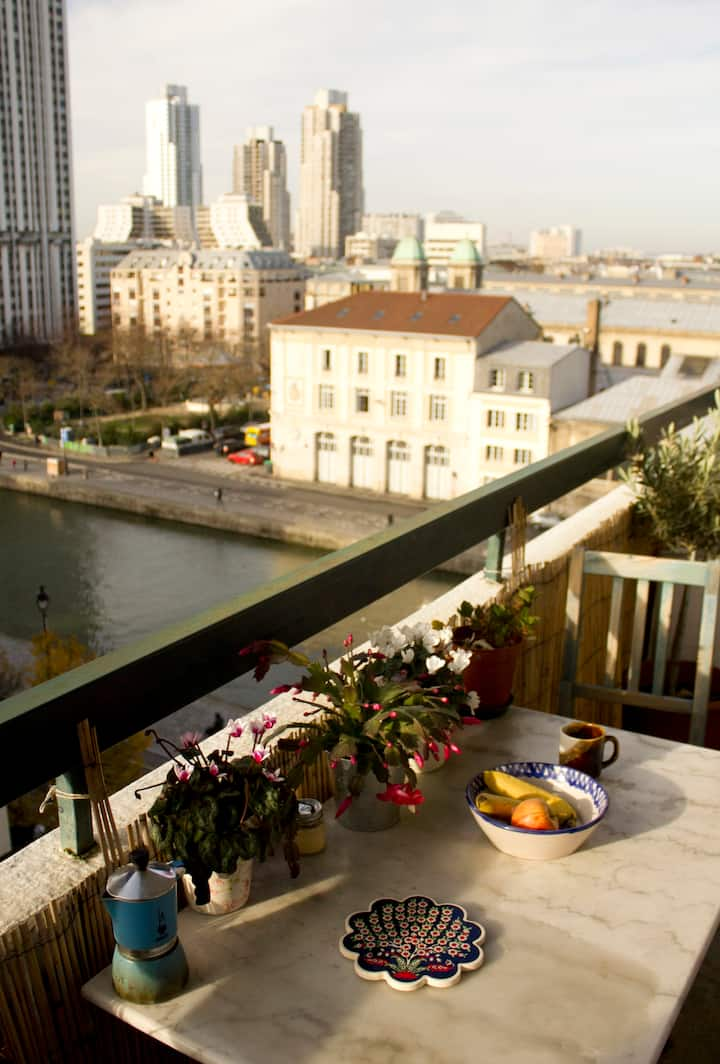 Charming flat with amazing view  by the Canal  !