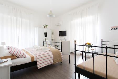 Kantuni b&b charming&large bedroom - Palermo