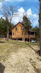 Rustic Contemporary Cabin on Pomme de Terre River