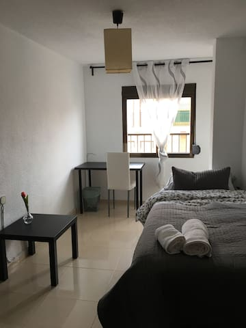 Cosy and modern room next to Madrid square