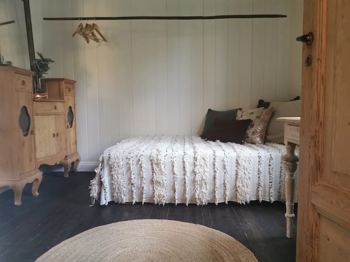 Room 1 - historic home by the fjord close by Oslo!