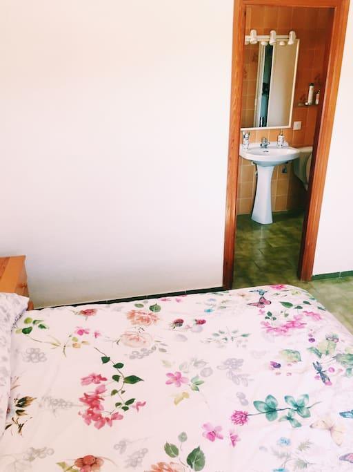 Habitacion con baño en suit