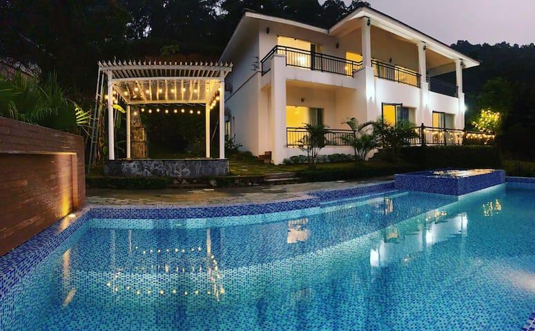 Biệt thự lớn sang trọng, bể bơi riêng, view hồ
