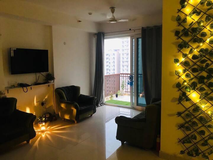 Luxurious 2 Bedroom apartment - noida expressway