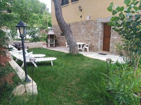 Una Casita con Jardín Privado (Uceda)