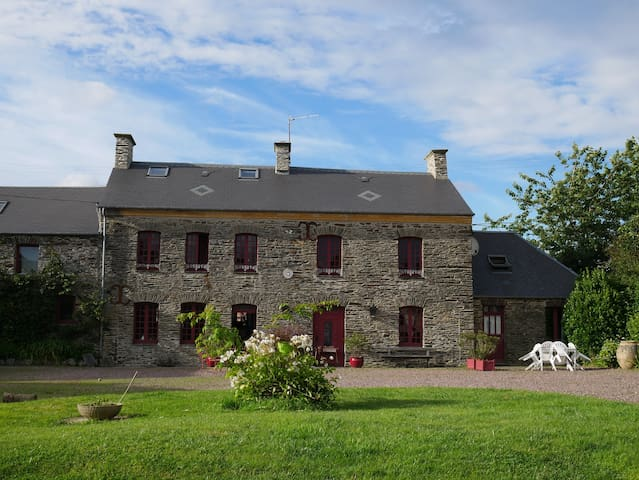 Gite in a traditionnal farmhouse  - Cormolain - Casa
