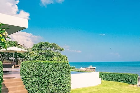The Beach House at Samaesarn - Oceanfront luxury ! - Sattahip - Talo