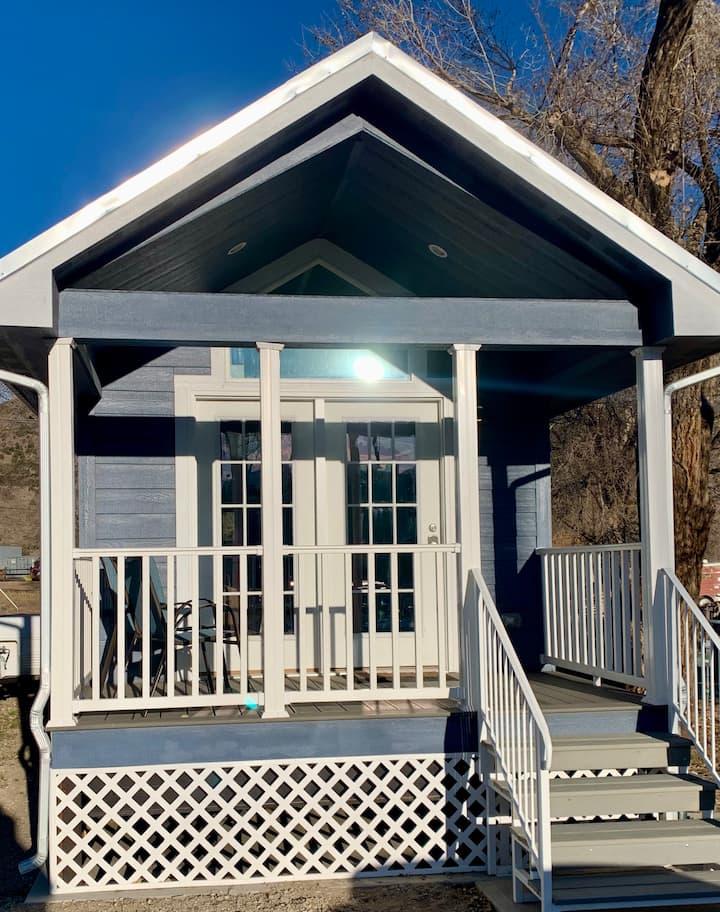 Brand new! Tiny Home w/all the amenities, Bluebird