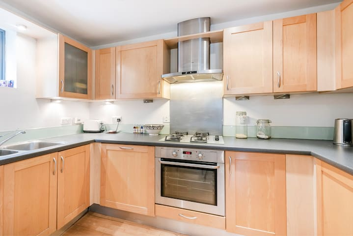 Large 3 double bedroom flat close to Camden