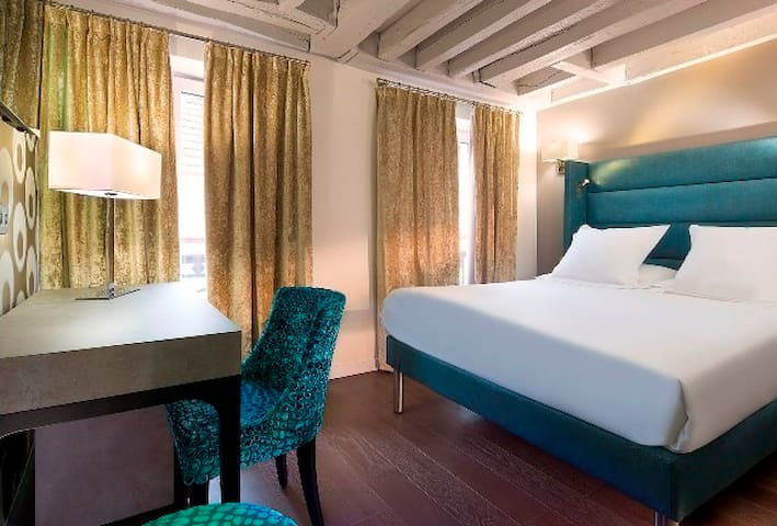 Une grand chambre confortable pour 2 au coeur du Marais !