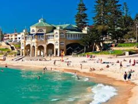 A 200 metros de uma das praias mais emblemáticas de Perth